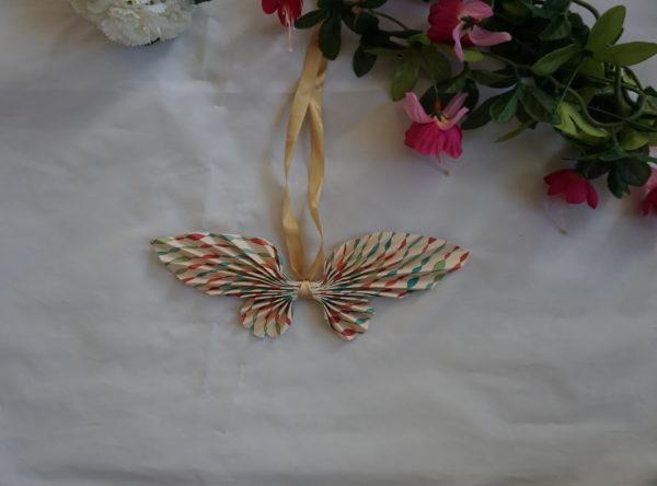 papillon origami papier décoration maison
