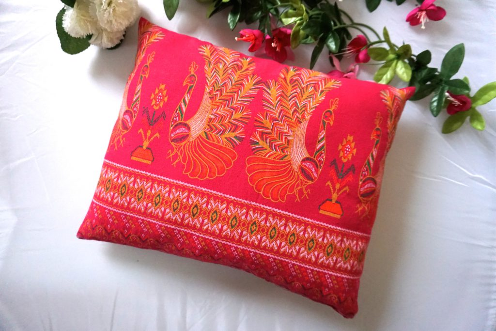 coussin paons laos