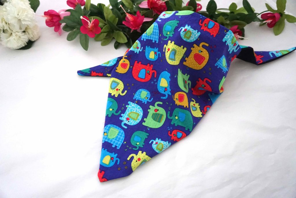 foulard triangle éléphants