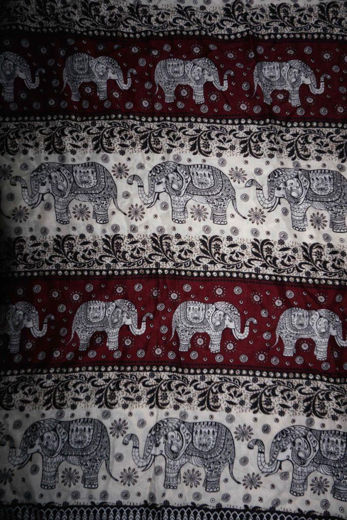 tissu blanc noir éléphants laos