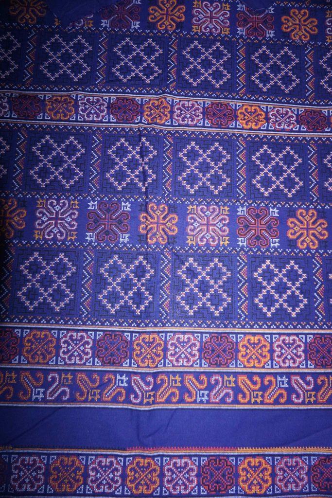 tissu bleu motifs laos