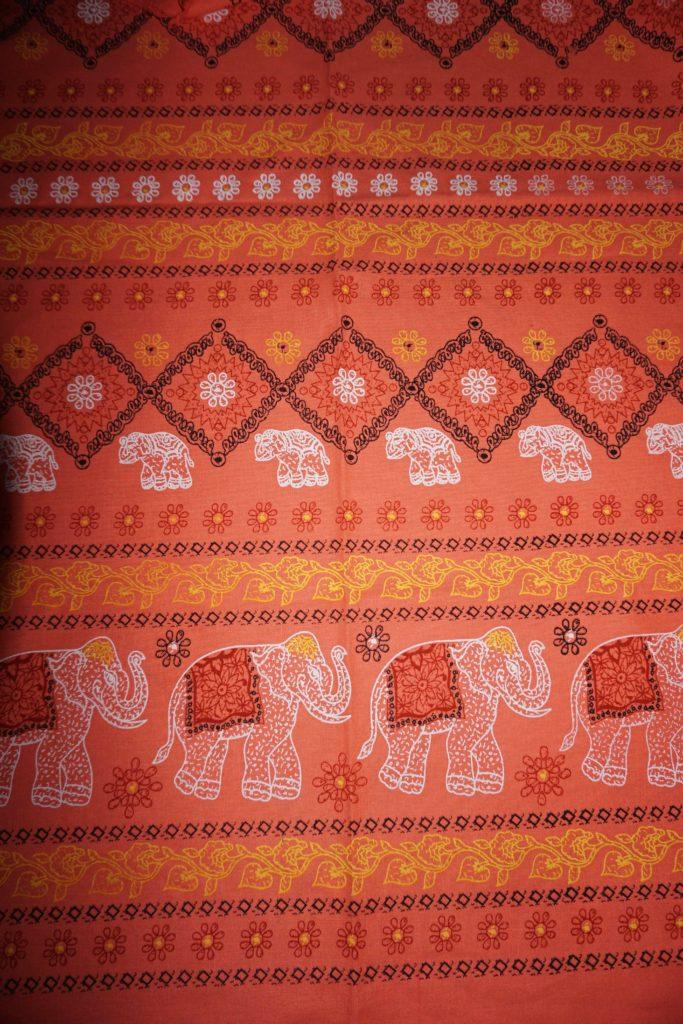 tissu corail éléphants laos