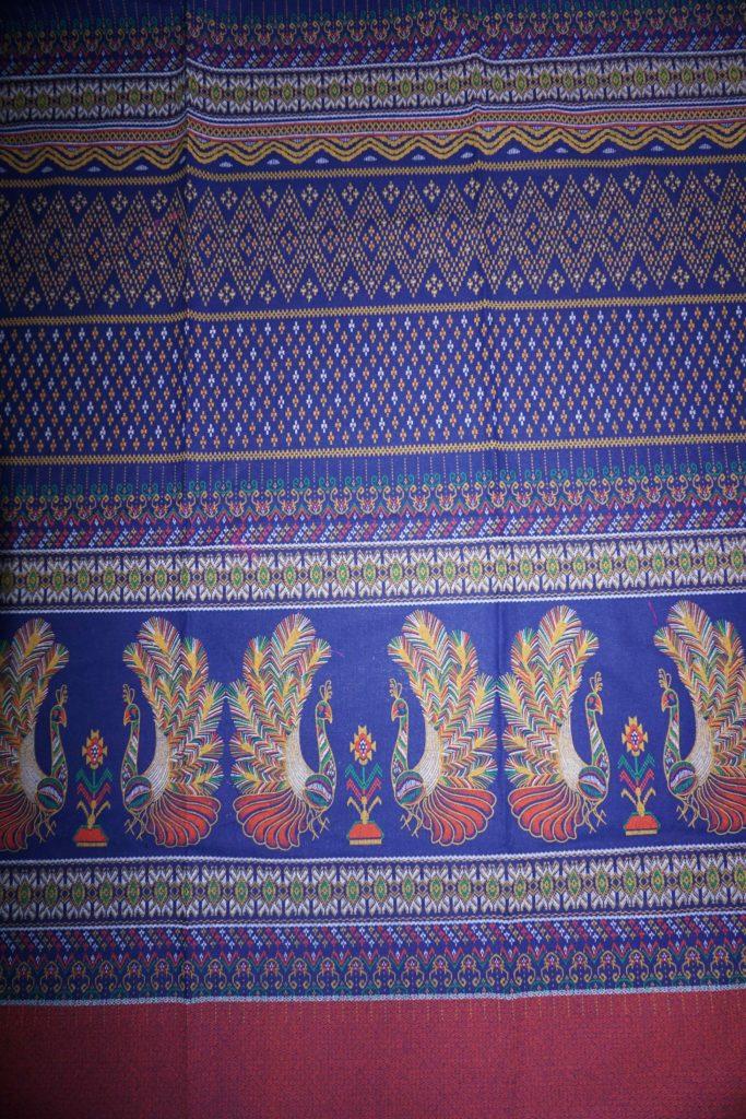 tissu bleu paons laos