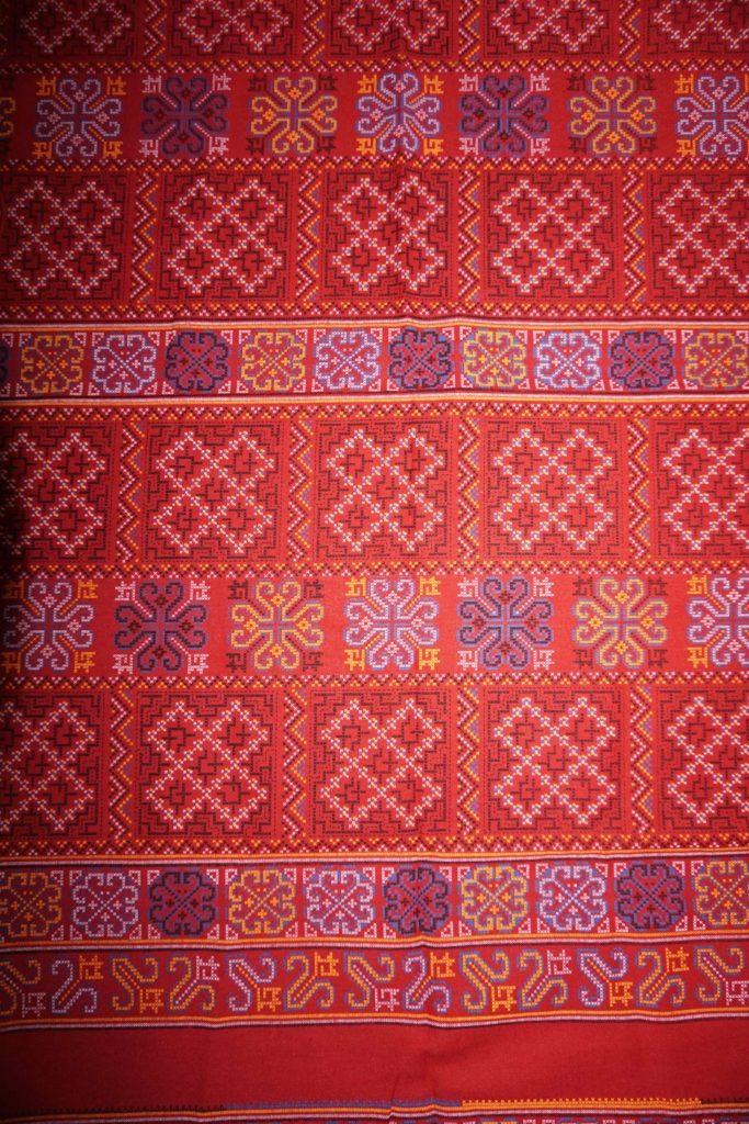 tissu bordeau motifs laos