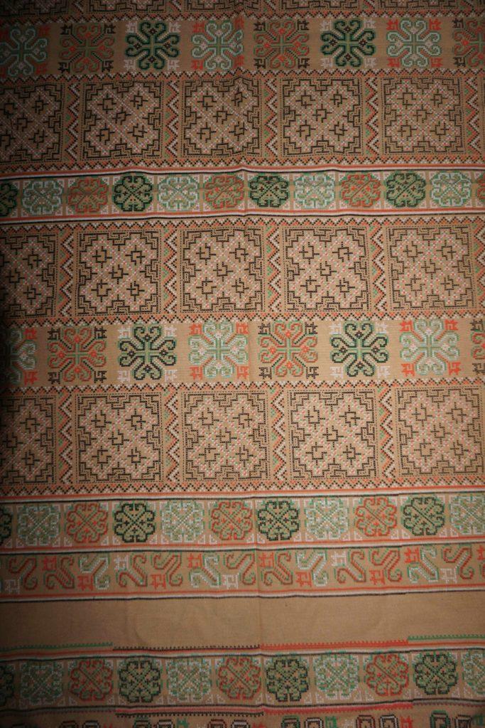 tissu beige motifs laos