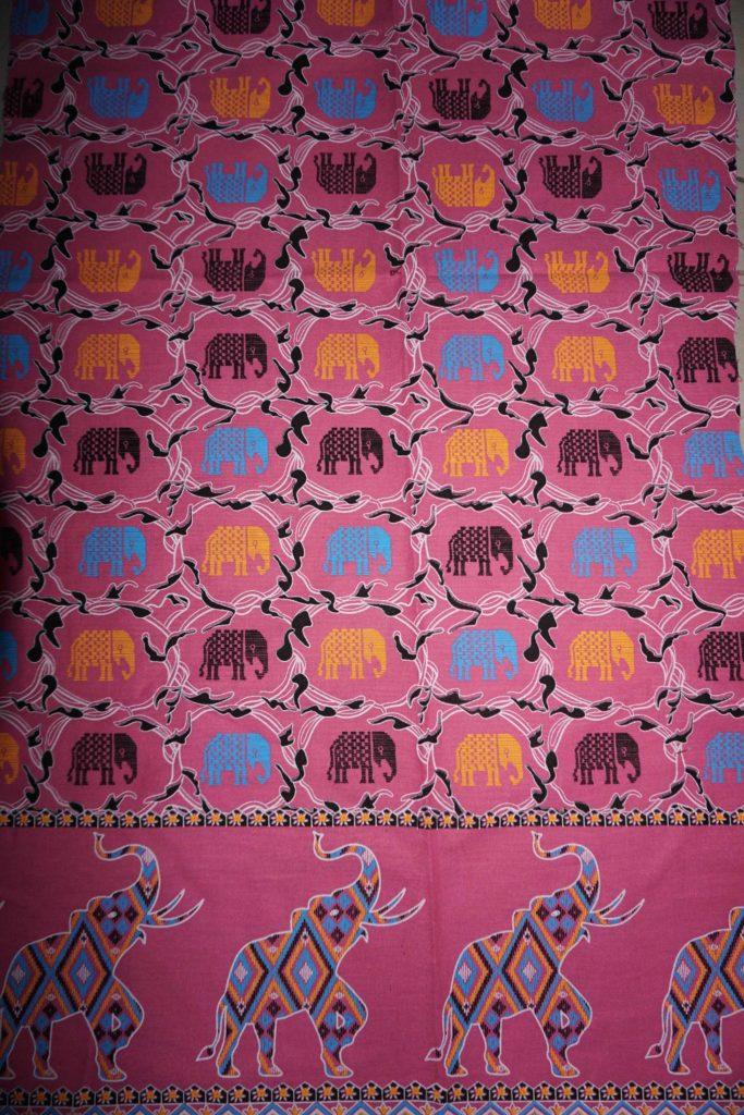 tissu rose éléphants laos