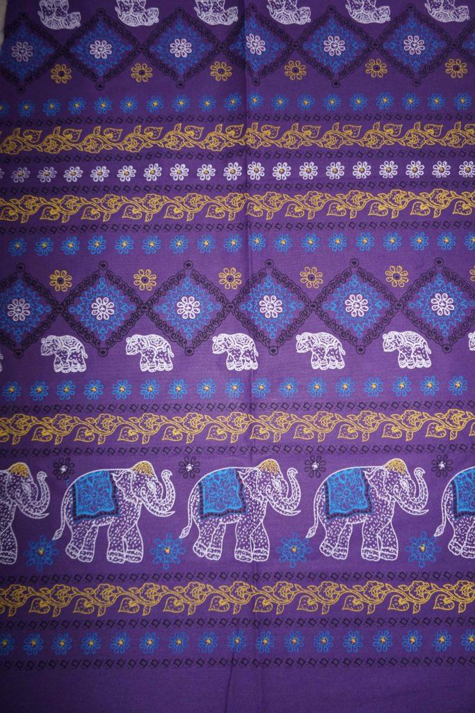 tissu violet éléphants fleurs laos