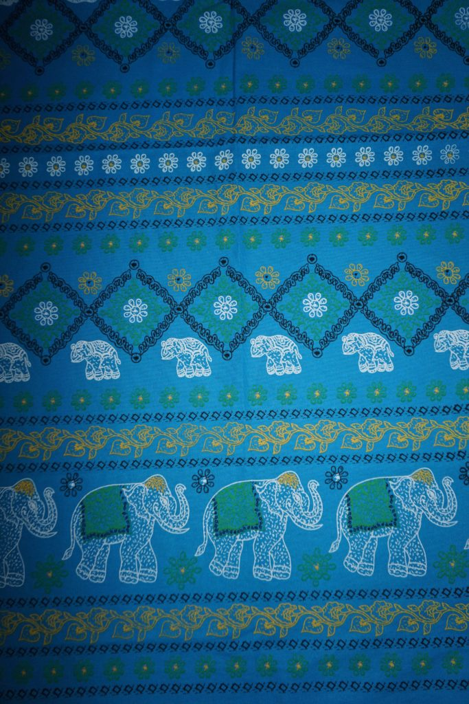 tissu bleu éléphants fleurs laos