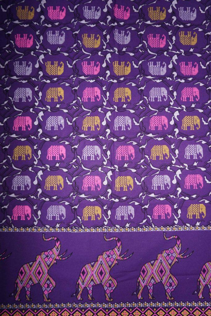 tissu violet éléphants laos